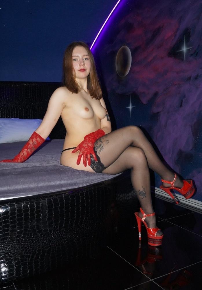 Проститутка Ест
